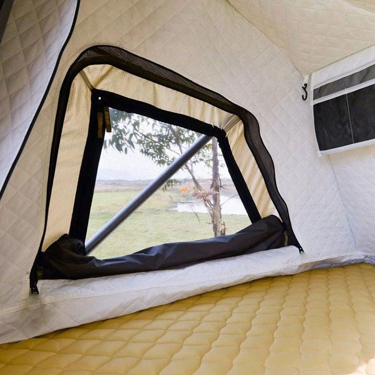 Couche thermique isolante pour les tentes de toit